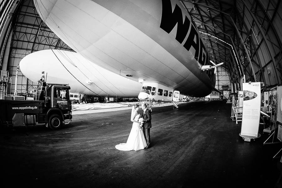 Zeppelin mit BRautpaar