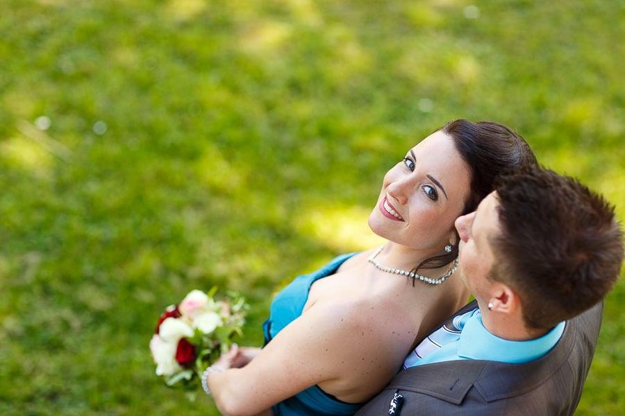 Braut schaut nach oben
