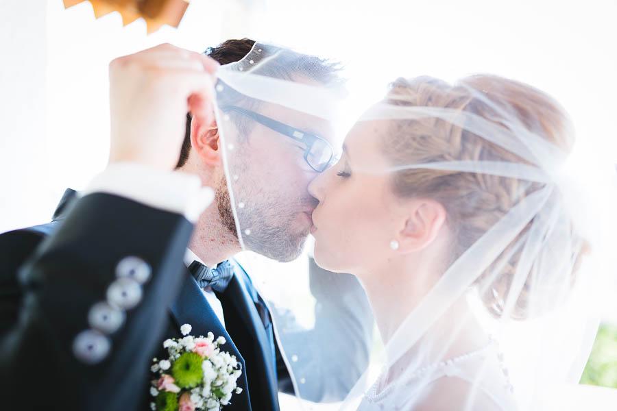 Verdeckter Kuss Hochzeit
