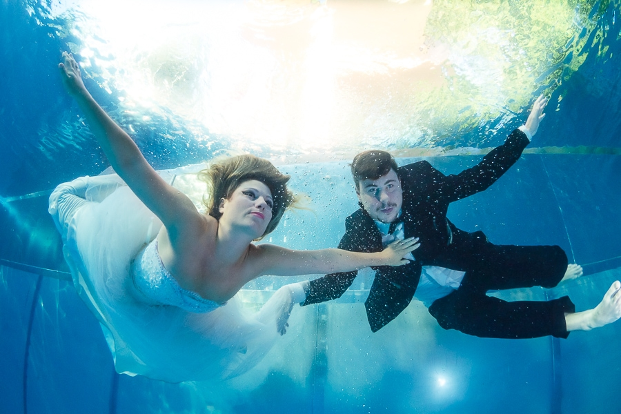 After Wedding Shooting-Trash the Dress unter Wasser Fotoshooting